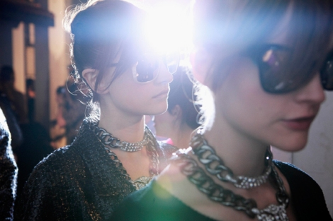 chanel-cruise-2013-14-backstage-by-Benoit-Peverelli_009