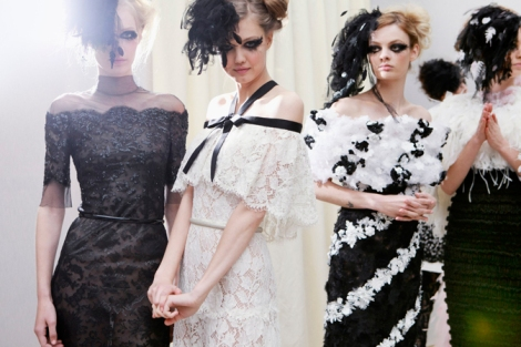 chanel-spring-summer-2013-haute-couture-backstage-photos-12